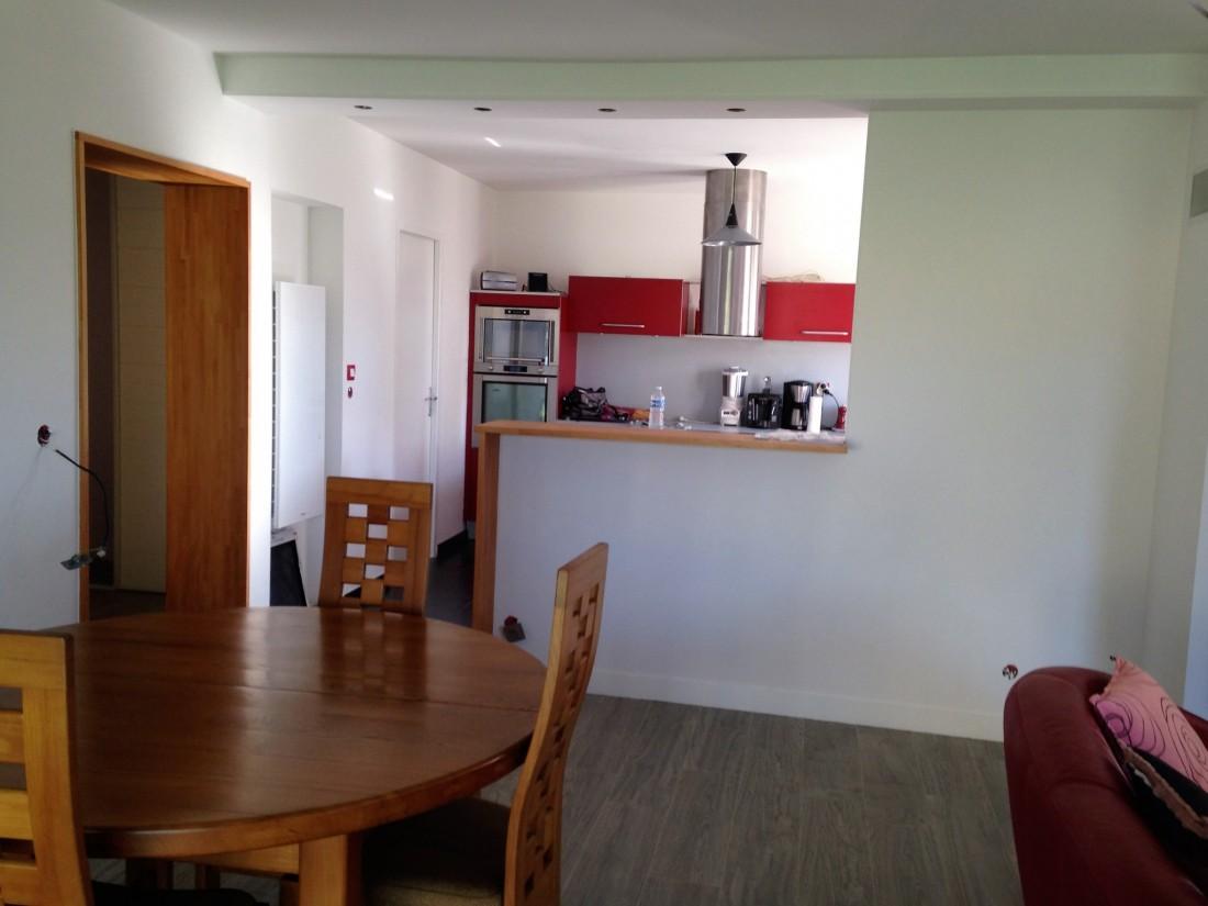 Création d'un comptoir entre le salon et la cuisine à Bruges