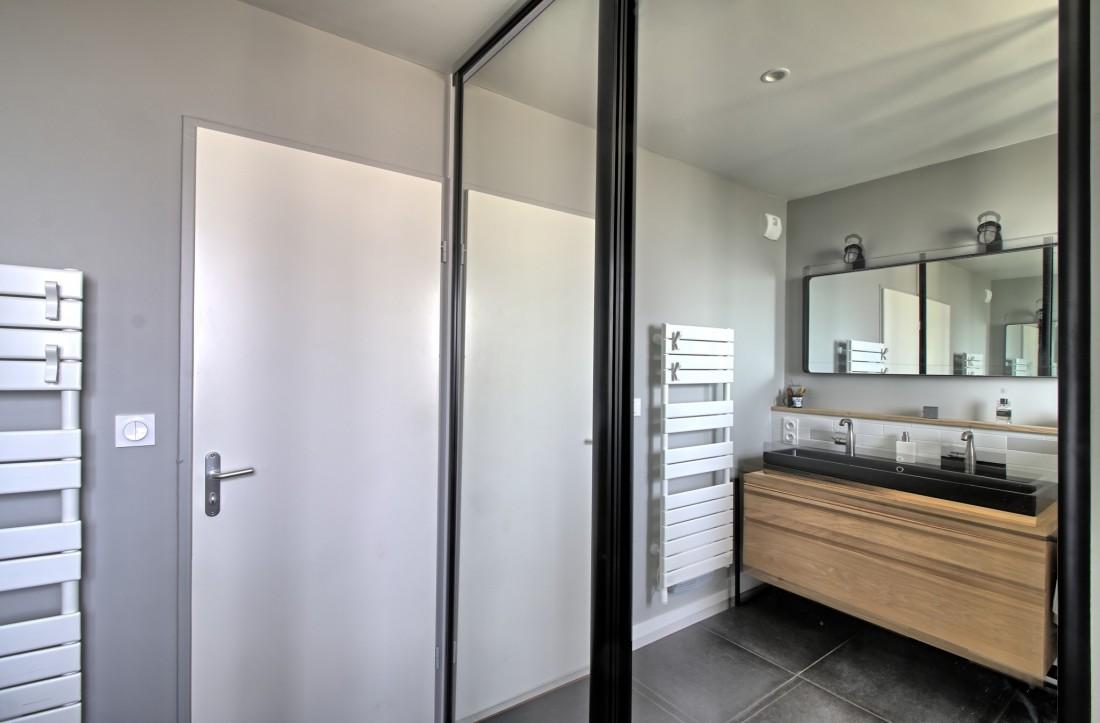Salle de bains lumineuse à Bordeaux